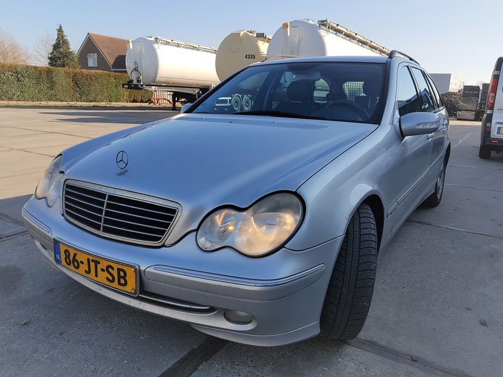 MERCEDES-BENZ C 200 Kompressor  Gas-Benzin / Manual auto