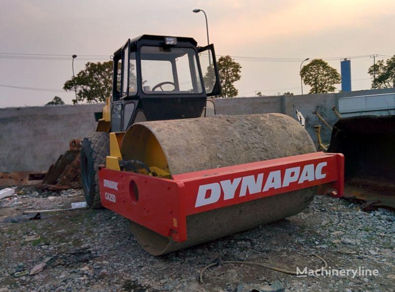 DYNAPAC CA25D Bandenwals