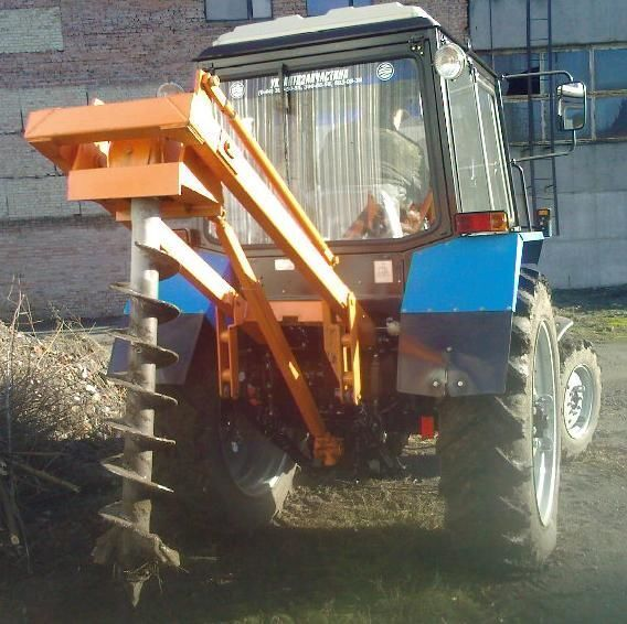 Yamokopatel (yamobur) navesnoy marki BAM 1,3 na baze traktora MTZ anderen bouwmachines