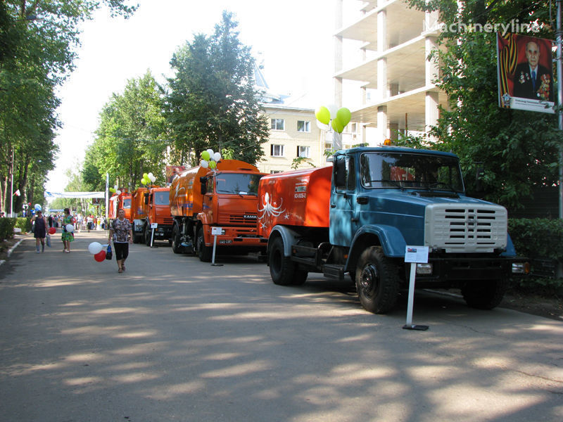 ZIL Kanalopromyvochnaya mashina KO-502D hogedrukspoelwagen