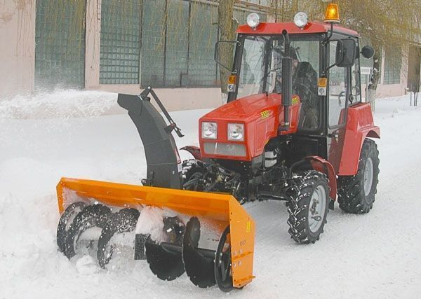 MTZ Shneko-rotornyy na MTZ 320 sneeuwfrees