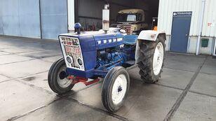 FORD 2000 Super Farm Diesel Engine  banden trekker