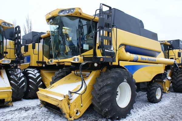 NEW HOLLAND CSX 7080 maaidorser