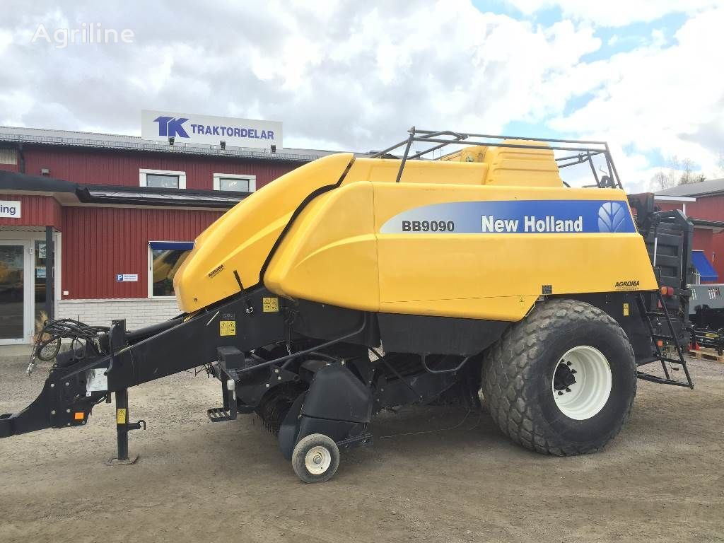 NEW HOLLAND BB9090 Damaged / Skadad ronde balenpers