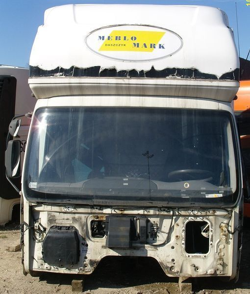 DAF KOMPLETNA Z GLOBEM (KURNIK) cabine voor DAF LF 45 trekker