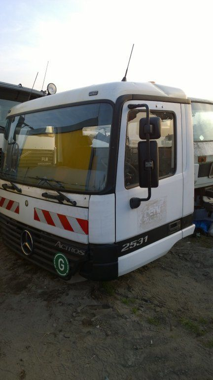 MERCEDES-BENZ cabine voor MERCEDES-BENZ Actros Budowlana dzienna 11500 zl vrachtwagen