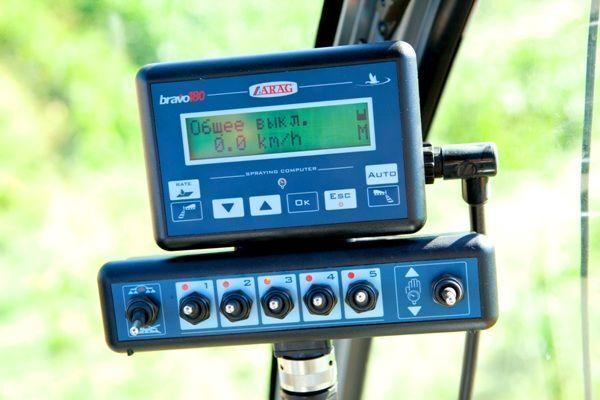 nieuw Bravo-180 dashboard voor veldspuit