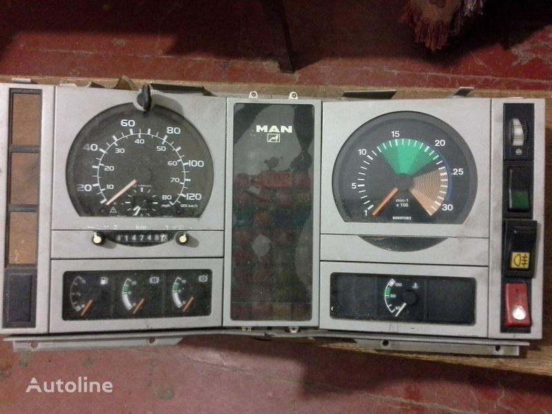 dashboard voor MAN  L2000  vrachtwagen