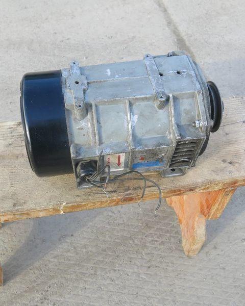 Karier. Carrier Generator holodilnoy ustanovki Karier.Carrier generator voor Carrier oplegger
