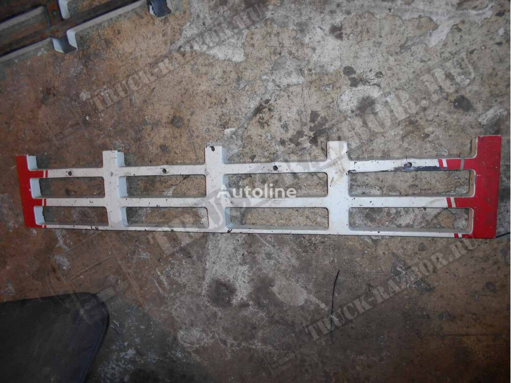 stupenka reshetki radiatora nizhnyaya Volvo radiator grill voor trekker