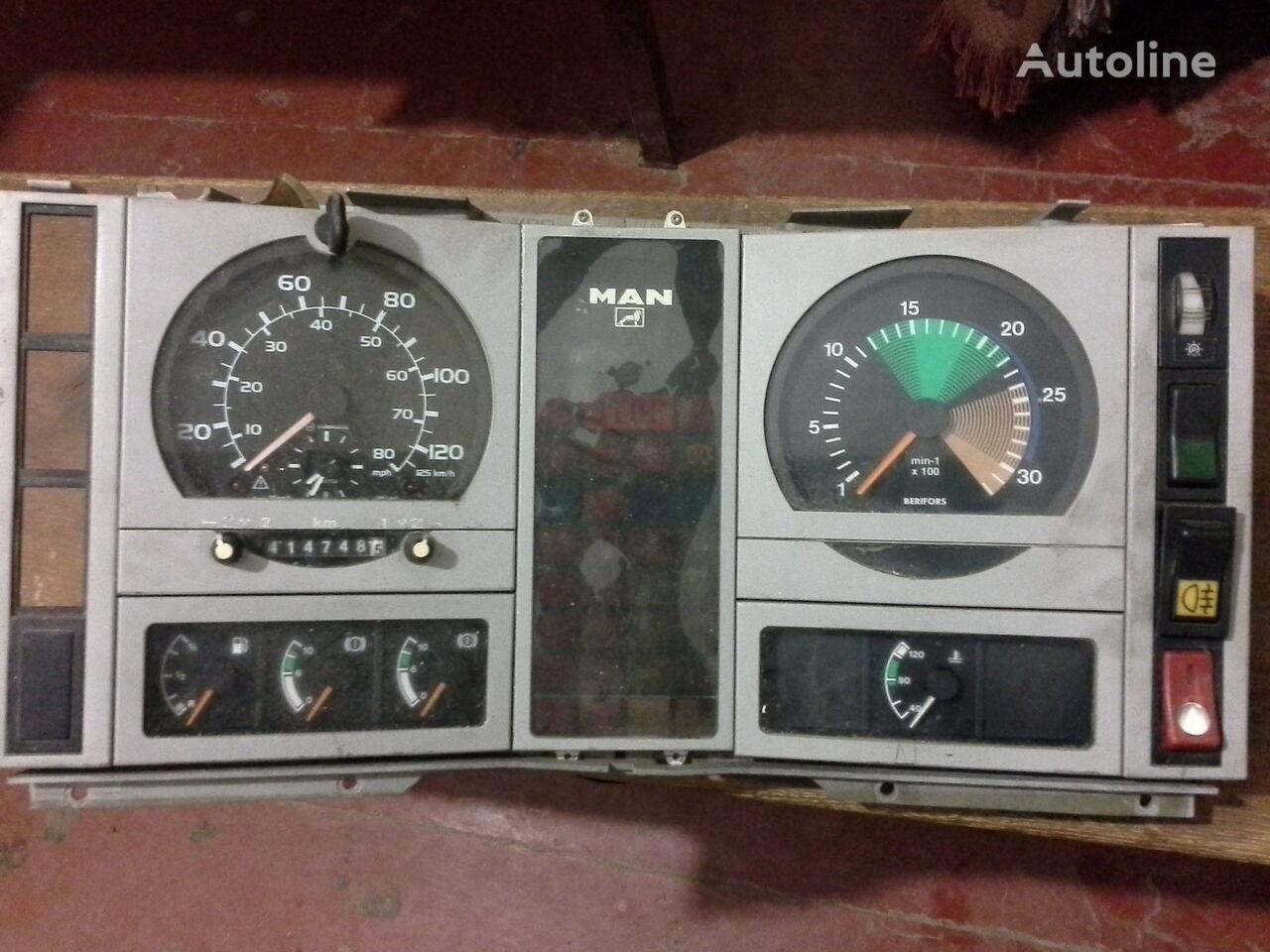 MAN Spidometr Tahometr originalni zapchasti kabini tachograaf voor MAN  L2000 Po zapchastyam vrachtwagen