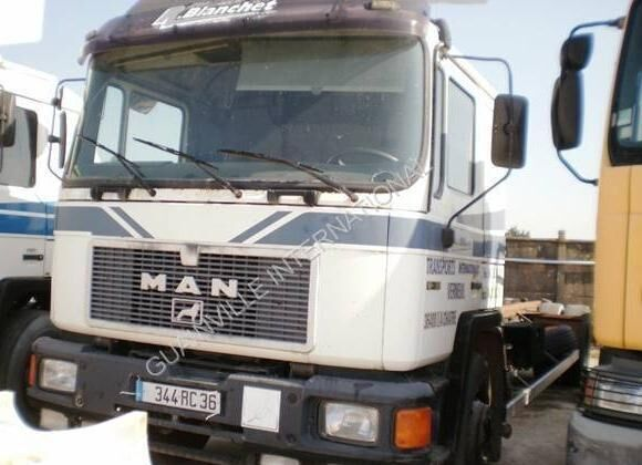 MAN F2000 chassis truck
