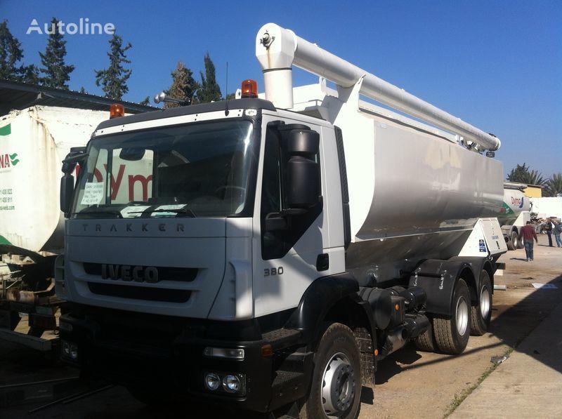 nieuw IVECO Trakker truck silo