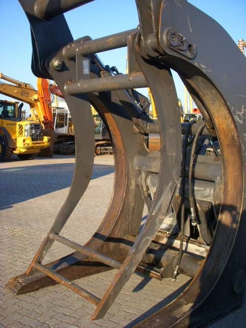 VOLVO (294) Auswerfer /ejector for wood grap model 80777 bomenklem