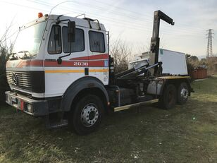 MERCEDES-BENZ 2038 haakarm vrachtwagen