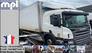 Beschadigde SCANIA P340 koelwagen vrachtwagen