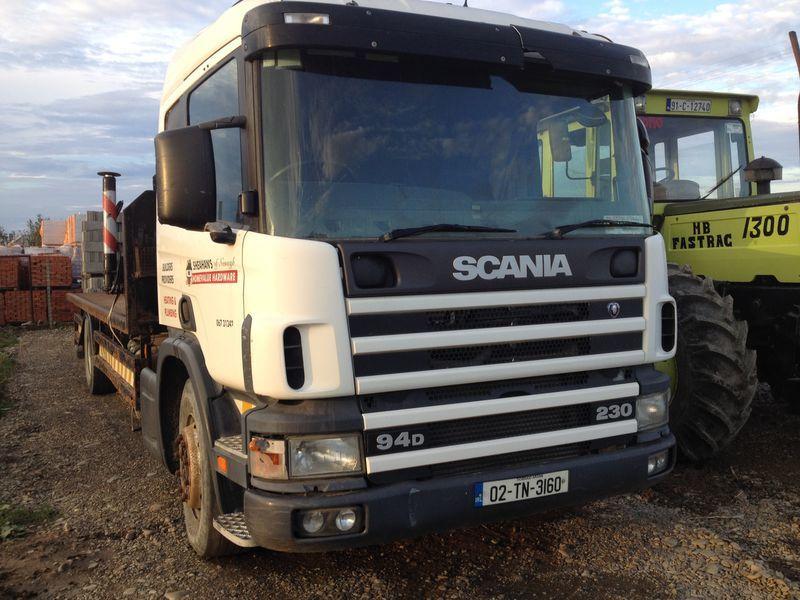 SCANIA 94D platte vrachtwagen