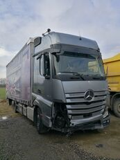 Beschadigde MERCEDES-BENZ ACTROS 2545 schuifzeilen vrachtwagen
