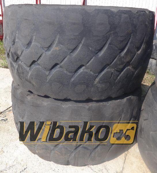 775/65/29 (24/45/28) vrachtwagenband