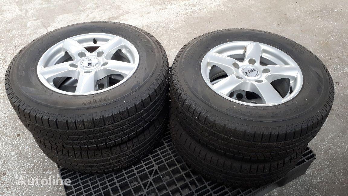 nieuw Pirelli wiel